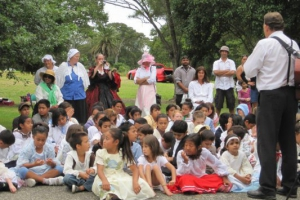 henderson-primary-school-students-all-dressed-up-in-victorian-era-costumes-as-part-of-the-living-history-day-in-2011-an-streamside-play-that-brought-hendersons-history-to-life