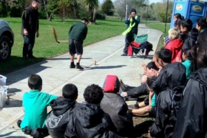 students-from-glen-innes-primary-school-learn-how-to-whip-a-spinning-top-in-traditional-maori-fashion-from-riki-bennett