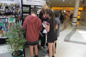 students-from-henderson-valley-school-look-for-clues-to-the-kids-quiz-at-the-10th-anniversary-exhibition