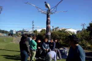swanson-2012-agape-re-visit-the-te-herenga-tangata-sculpture-3-years-after-helping-to-create-it