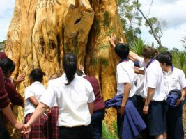 te-pou-arahi-tree-sculpture-blessing-4-dec-2008-4